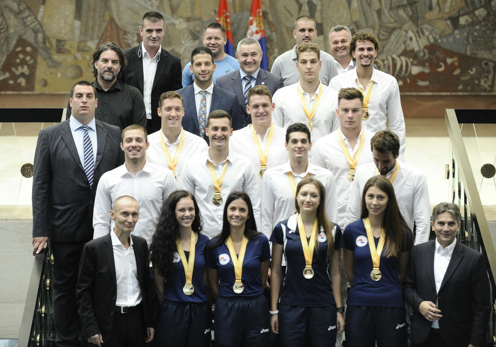 Министар Удовичић са освајачима медаља на Универзијади