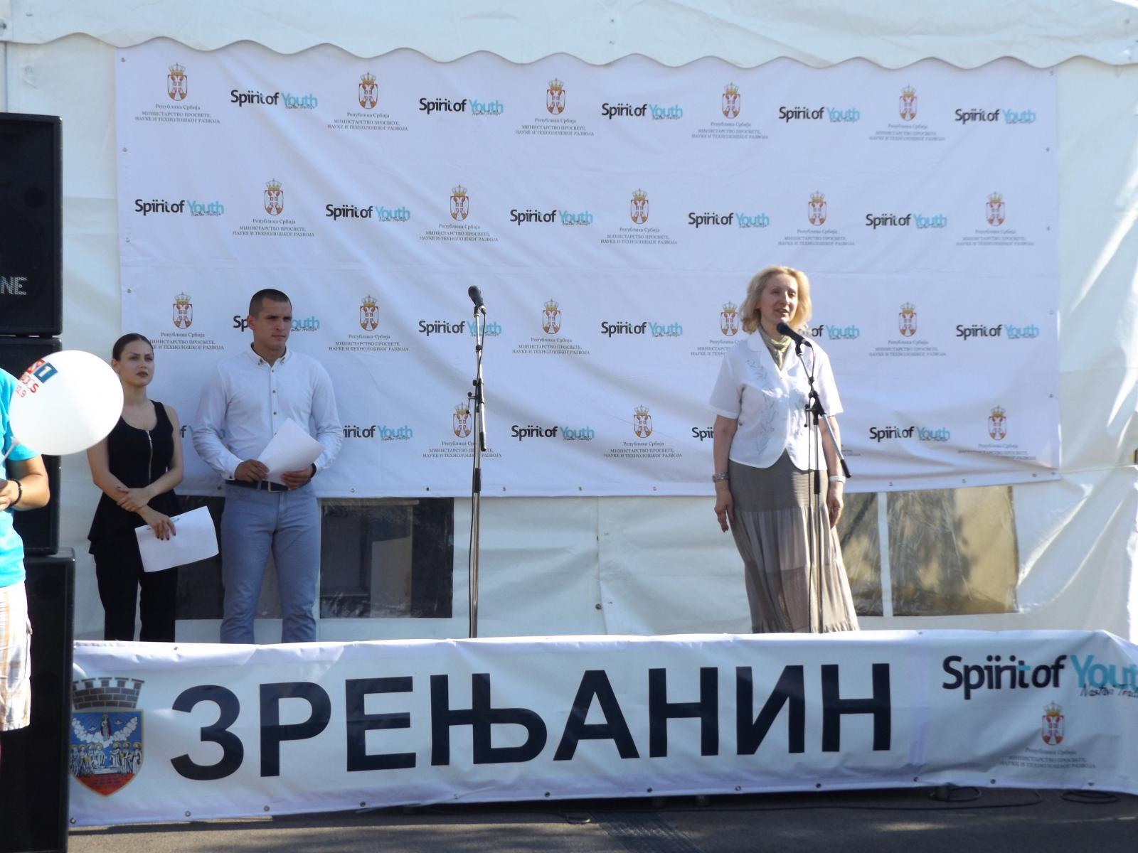 """Помоћница министра за омладину, Снежана Клашња присуствовала  отварању каравана """"Дух младости"""" у Зрењанину"""