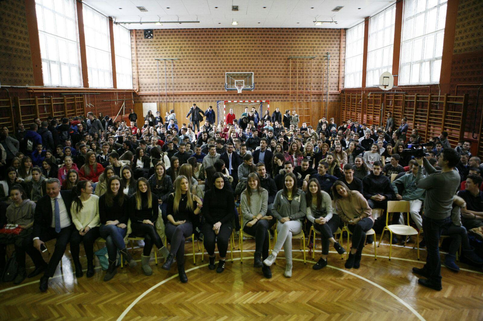 Министар Удовичић у посети Спортској гимназији