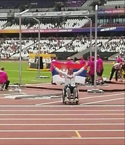 Министар Удовичић честитао  пара атлетичару Милошу Зарићу освојање златне медаље на Светском првенству у пара атлетици у Лондону